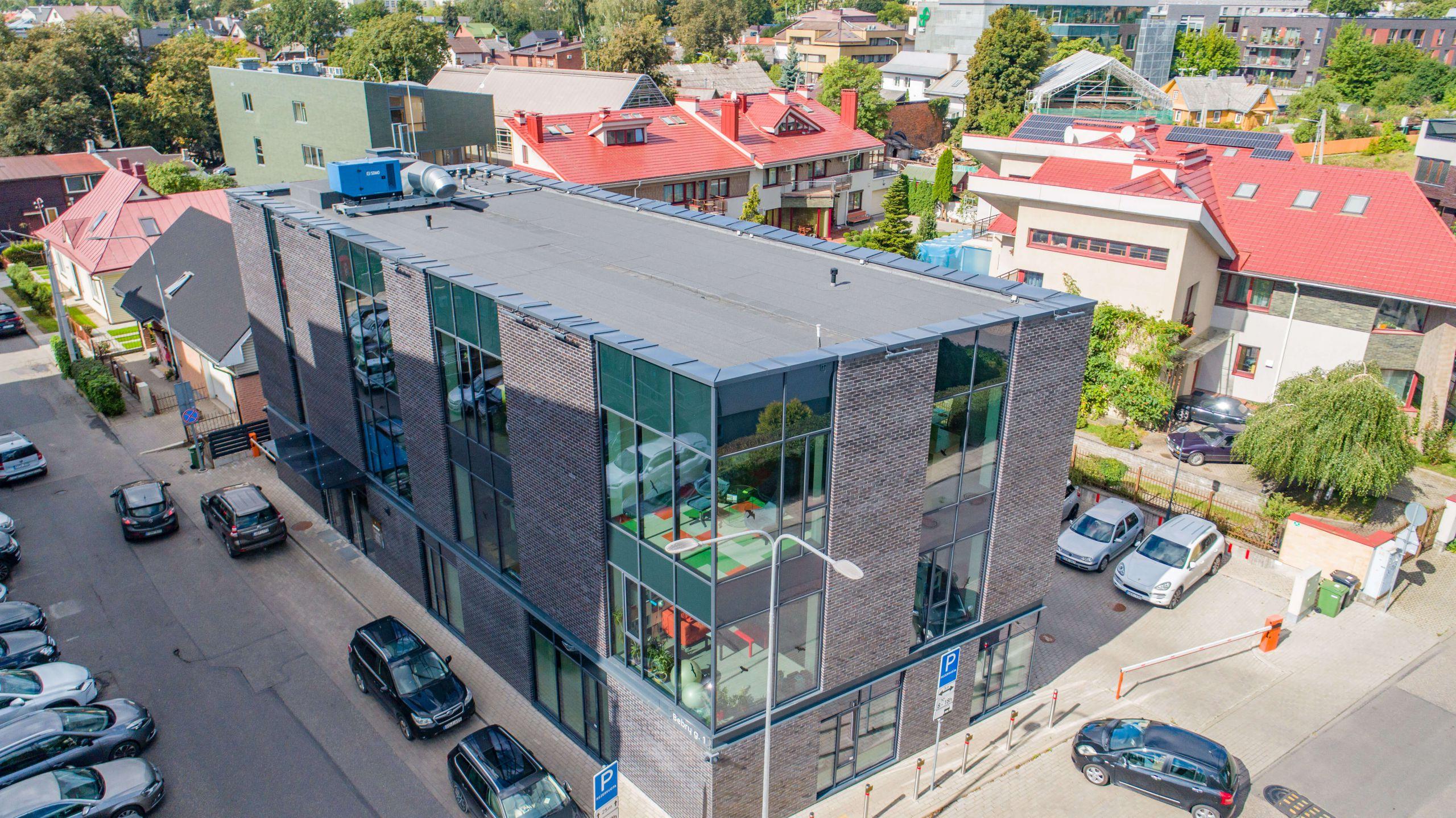 Bebrų g. 1 - Administracinis pastatas